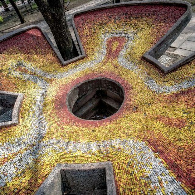 """""""Arta"""", fântână arteziană în formă de floare deschisă, acoperită cu mozaic de smalț"""