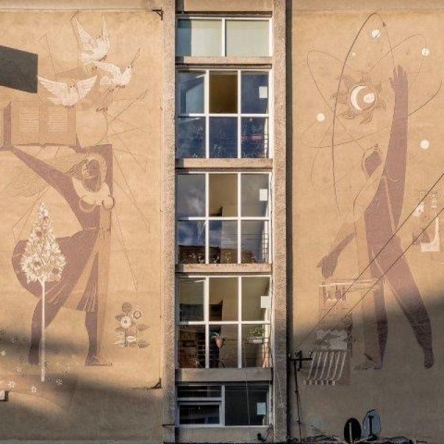 """""""Educația și Știința în RPR"""", sgrafitto pe fațada laterală a blocului cu Cinematograful """"Arta"""""""