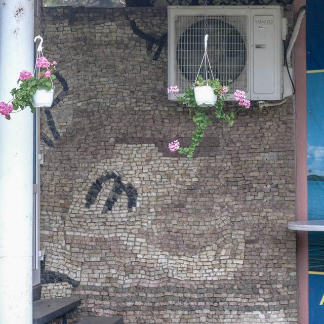 """""""Elemente spaţiale"""", mozaic din piatră naturală, Centrul comercial Țiglina"""